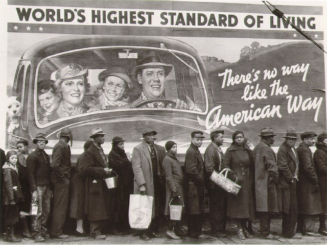 b-w_living-1937-bread-lind-during-louisville-flood